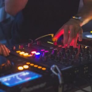 DJ点歌台,这里免费下载!
